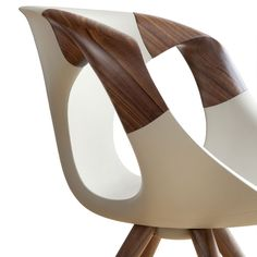 I liked the interesting combination of materials in this chair. Beautiful shape to the wooden arm sections. Trestle-based Freeform advanced easy chair UP CHAIR Wood Furniture, Furniture Design, Furniture Ideas, Eco Deco, Supreme Furniture, Colani, Design Industrial, Cool Chairs, Furniture Inspiration