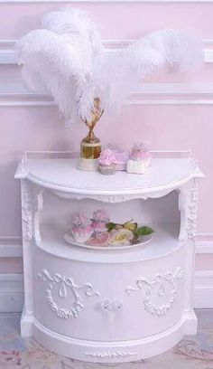 Love this side table ♥ Shabby Chic Cottage, Shabby Chic Style, Shabby Chic Decor, Cottage Style, Pastel Home Decor, Feminine Decor, Pastel House, Shaby Chic, Nursery Crib