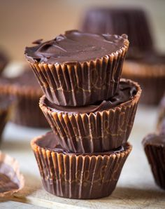 Make Your Own Peanut Butter Cups Chocolate Sweets, Chocolate Cookies, Chocolate Recipes, Chocolate Fudge, Vegan Desserts, Just Desserts, Delicious Desserts, Yummy Food, Fun Baking Recipes