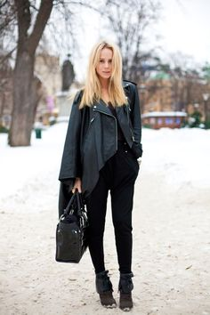 elin kling in all black perfection