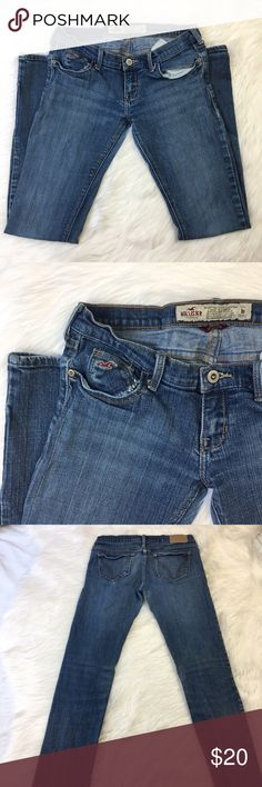 """hollister vintage blue denim jeans the perfect blue jeans! go with just about anything! part of their older collection, and higher quality! Stretch. skinny/straight leg                             size 1s                           inseam 29""""                  99% cotton 1% elastane                        skinny/straight Hollister Jeans Skinny"""