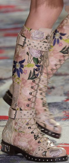 Would love to recreate this with a pineapple leather - Alexander McQueen SS 2017 RTW