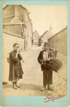 Robert Reinvilliers, Rouen, Enfants vendeurs de balais #Europe #France_Nouveautés #Rouen