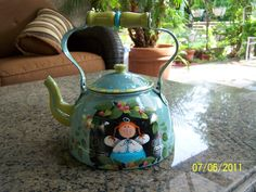 Tea Pot painted by Bonnie....pattern by Shara Reiner ...... thetoleshop.com