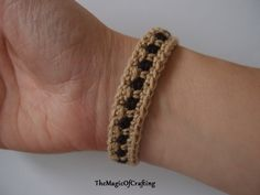 Two colors bracelet. Uses only basic crochet stitches - sc and ch. Free crochet pattern.