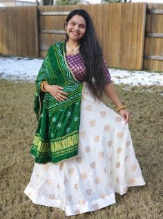 Bengal Looms Diva: Niyati from Texas absolutely rocking it in her Banarasi Skirt from Bengal Looms. You are looking absolutely fabulous!! Thank you Niyati for sharing this lovely picture with us.