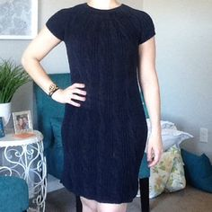 Sweater Dress Short sleeve sweater dress. Worn twice!! In like new condition!! Adorable with boots!! Navy Blue... Color best shown in picture 3! GAP Dresses