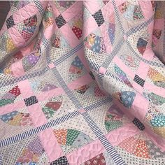 Swooning over this quilt by @leoniebatemandesigns #repost