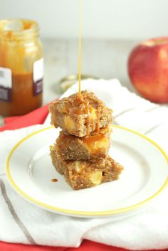 These Caramel Apple Blondies are the perfect holiday treat and are made with healthy ingredients like whole wheat flour, almond meal, and coconut oil. Healthy Food Blogs, Good Healthy Recipes, Unique Recipes, Yummy Appetizers, Delicious Desserts, Pie Dessert, Dessert Recipes, Fall Snacks, Almond Recipes