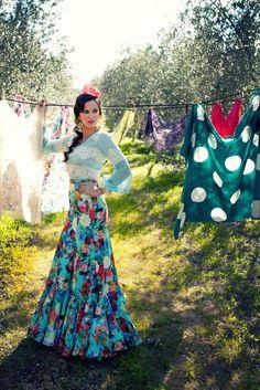 Trajes de gitana 2016 Flamenco Costume, Flamenco Dresses, Bohemian Gypsy, Boho, Spanish Style, Tie Dye Skirt, Gowns, Costumes, My Style