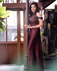 Photoshoot Images, Senior Girl Poses, Exotic Women, Malayalam Actress, Saree Look, Most Beautiful Indian Actress, South Indian Actress, Celebs, Celebrities