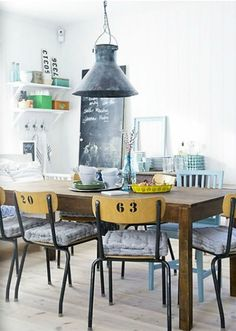 Retro+industrial+dining+space+with+rustic+metal+chairs