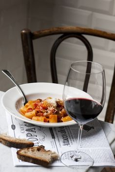 A good pasta with a glass of red wine. A perfect Italian lunch!