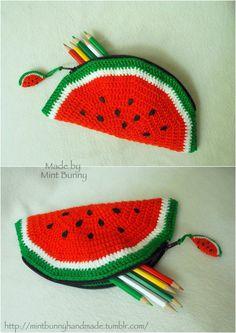 Watermelon pencil-case by MintB Crochet Home, Crochet Gifts, Easy Crochet, Crochet Baby, Knit Crochet, Crochet Designs, Crochet Patterns, Crochet Pencil Case, Crochet Phone Cases