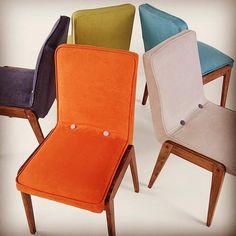Kolorowo. Kultowe krzesła Aga z lat 60-tych w nowym wcieleniu. #krzesło #krzesła #prl #vintage #design #renowacja #kolor #kolorowo #meble #lata60 #60