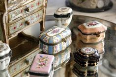 French Trinket Boxes are so pretty. ~MWP - An Elegant French Interior from Victoria magazine Victoria Magazine, Antique Boxes, Pretty Box, Pill Boxes, French Interior, Vintage Box, Objet D'art, Treasure Boxes, Little Boxes
