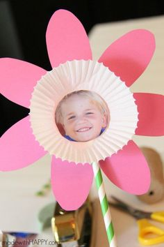 Paper Flower Kids Craft | Cute Picture and Free Printable Flower Craft | Perfect Mother's Day Kids Craft | Spring Flower Kids Craft | www.madewithHAPPY.com #kidscrafts