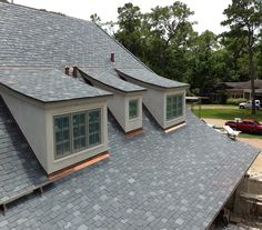Beautiful example of a hang down (staggered butt) slate roof with a two color blend (North Country Semi-Weathering Vermont Black and North Country Unfading Gray). Houston, TX