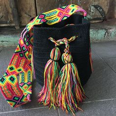 Mayan Morral Bag tassel by Otomiartesanal. Moda Crochet, Bag Crochet, Crocheted Bags, Mexican Crafts, Margarita, Embroidery Techniques, Design Crafts, Beautiful Hands, Crochet Projects