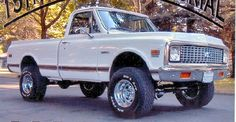 1972 Chevrolet Cheyenne short bed, would switch out the shiny wheels tho. Pickup Trucks, C10 Trucks, Lifted Chevy Trucks, Classic Chevy Trucks, Chevrolet Trucks, Classic Cars, Chevrolet Blazer, Chevy 4x4, 67 72 Chevy Truck