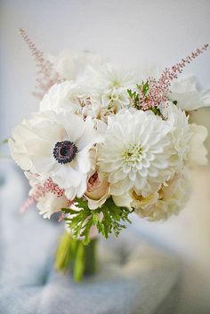 All-white modern bridesmaids bouquet. This could be pretty if we didn't do mono floral bouquets. Bouquet Bride, Anemone Bouquet, Bridal Bouquet Fall, White Wedding Bouquets, Floral Wedding, Fall Wedding, Wedding Flowers, Pink Bouquet, Cat Art