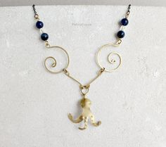 Collana con polpo ed elementi in ottone, pietre di sodalite e perle in vetro // Necklace with octopus and elements in brass, sodalite gemstones and glass beads #summer #handmade #jewelry #boho #style #sea #seaside #sealife