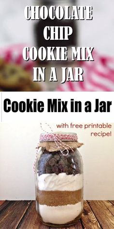 Cookie Mix in a Jar is a DIY gift that is perfect for everyone on your list! Premeasured dry ingredients make it easy for the recipient to simply add wet ingredients and have delicious Chocolate Chip Cookies in minutes! Mason Jar Cookie Mix Recipe, Cookie Mix Jar, Mason Jar Mixes, Mason Jar Cookies, M&m Cookies In A Jar Recipe, Cake Mix In A Jar Recipe, Cake In A Jar, Dessert In A Jar, Chocolate Chip Cookies