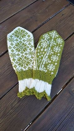 Ravelry: Rimfrost pattern by JennyPenny Knitted Mittens Pattern, Knit Mittens, Mitten Gloves, Knitting Socks, Knitted Hats, Knitting Patterns, Knitting Ideas, Fair Isle Knitting, Craft Patterns
