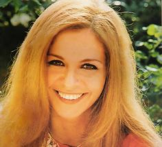 Βέρα Κρούσκα Του Ηλία Δ.Τάσκου. Η Βέρα Κρούσκα είναι μία από τις αγαπημένες μου πρωταγωνίστριες. Την πρωτοείδα στη ταινία της Φίνος Φιλμ «Ο Βάλτος» (από τις καλύτερες της) και στη συνέχεια ανακάλυψα το τηλεοπτικό της πρόσωπο μέσα από σειρές της κρατικής τηλεόρασ Greek Tv Show, Greek Beauty, Tv Shows, Actresses, Actors, Artists, Star, Memes, Movies