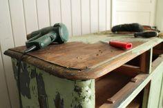 Huonekalurestauroijan vinkit onnistuneeseen ja turvalliseen maalinpoistoon - huonekalujen maalaus maalaaminen maalinpoisto