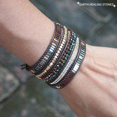 Bracelets Wrap En Cuir, Bracelet Wrap, Bangle Bracelets, Jewelry Necklaces, Bohemian Bracelets, Diy Schmuck, Sea Glass Jewelry, Crystal Beads, Crystal Green