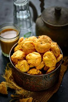 Methi Mathri is a savory flaky and crispy tea time snack that brings back memories of childhood. They are ideal preparations for the festive season too. Here is how to make Methi Mathri Recipe. Tea Time Snacks, Breakfast Snacks, Keto Friendly Desserts, Low Carb Desserts, Indian Snacks, Indian Food Recipes, Easy Healthy Recipes, Low Carb Recipes, Cheap Meals