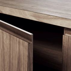 Fénix natural wood office furniture