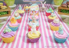 Cute cupcakes at a Easter Party #easter #partycupcakes