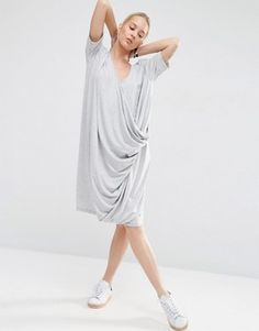 Loose grey t shirt dress: http://asos.do/bmdcdr