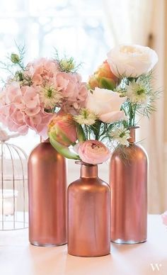 New house party decorations flower centerpieces Ideas Wine Bottle Centerpieces, Flower Centerpieces, Table Centerpieces, Flower Vases, Wedding Centerpieces, Wine Bottles, Glass Bottles, Centerpiece Ideas, Wine Glass