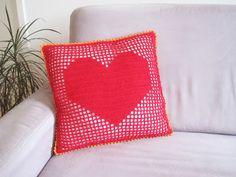onmyway: Kissenbezug mit Herz häkeln, 40cmx40cm Throw Pillows, Bed, Toss Pillows, Stream Bed, Decorative Pillows, Decor Pillows, Beds, Scatter Cushions
