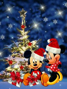 Diamond Painting kits including Mickey Mouse, Minnie Mouse, Donald Duck and Daisy. Disney Merry Christmas, Disney Christmas Decorations, Christmas Love, Christmas Pictures, Mickey Minnie Mouse, Minnie Mouse Christmas, Mickey Mouse And Friends, Walt Disney, Image Halloween