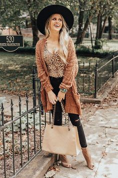 My Prized Possession Popcorn-Knit Cardigan In Chocolate Trendy Fall Outfits, Outfits With Hats, Fall Fashion Trends, Winter Fashion Outfits, Fall Winter Outfits, Autumn Winter Fashion, Cute Outfits, Stylish Outfits, Beautiful Outfits