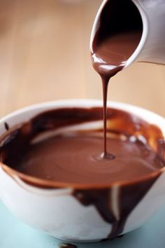 Chocolate sauce (which does not harden) - chefNini - Healt and fitness Profiteroles, Eclairs, Weight Watcher Desserts, Brownie Cookies, Chocolate Chip Cookies, Chocolate Desserts, Melting Chocolate, Cookie Recipes, Dessert Recipes