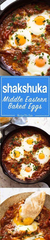 Shakshuka (Middle Eastern Baked Eggs) - The BEST baked eggs in the world! Egg Recipes, Brunch Recipes, Breakfast Recipes, Dinner Recipes, Cooking Recipes, Healthy Recipes, Recipies, Recipetin Eats, Recipe Tin