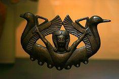 Bronce tartésico conocido como «Bronce Carriazo», que representa a la diosa fenicia Astarté como diosa de las marismas y los esteros. El objeto se encuentra en el Museo Arqueológico de Sevilla y es una de las obras tartésicas más conocidas.