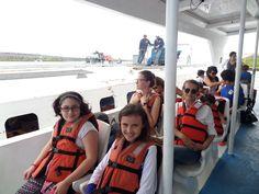 Nos trasladamos en bote desde el aeropuerto hasta la Isla Santa Cruz.