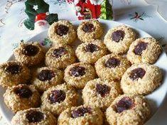 FURSECURI DE CRĂCIUN CU NUCĂ ȘI GEM Dessert Recipes, Desserts, Food Inspiration, Biscuits, Diy And Crafts, Muffin, Food And Drink, Christmas Decorations, Healthy Recipes