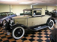 1929 Nash.   My father owned a Nash like this in the 1930's.