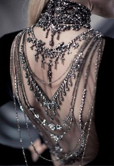 dress open back jewelry jewels backlace necklace chain jewelled dress ralph lauren silber grey bling crystals elegant chic black Baroque Fashion, Luxury Fashion, High Fashion, Fashion Jobs, Net Fashion, Fashion Black, Korean Fashion, Fashion Online, Fashion Trends