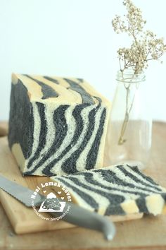 After made the giraffe patches bread loaf and leopard patches bread loaf , last i also made this Zebra patches pattern to have a complet. Bread Recipes, Cooking Recipes, Japanese Bread, Bread Shaping, Nasi Lemak, Types Of Bread, Black Food, Bread Bun, Cookie Icing