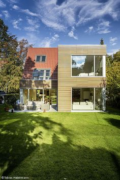 Harmonischer Raumgewinn - Hamburg: CUBE Magazin - Linda's Home Page Cultural Architecture, Education Architecture, Classic Architecture, Facade Architecture, Residential Architecture, Bungalow Extensions, House Extensions, Historic Homes, House Roof