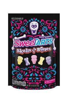 All the new halloween candy that you have to try for Halloween SweeTarts Skills and Bones Best Halloween Candy, Halloween Goodies, Halloween 2017, Halloween Skull, Halloween Treats, Vintage Halloween, Halloween Decorations, Candy Games, Dark Chocolate Almonds