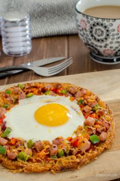 Pizza is not just for Dinner - Try my Syn Free Breakfast Hash Brown Pizza - a crispy golden hash brown base with all your favourite breakfast toppings. Gluten Free, Vegetarian, Slimming World and Weight Watchers friendly. Healthy Cooking, Healthy Snacks, Healthy Eating, Healthy Recipes, Pizza Recipes, Vegetarian Recipes, Syn Free Breakfast, Breakfast Hash, Slimming Eats